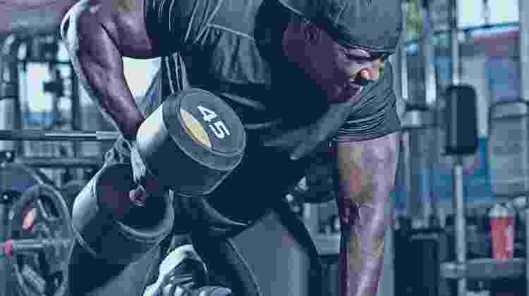 remada curvada, musculação, força, treino - iStock - iStock