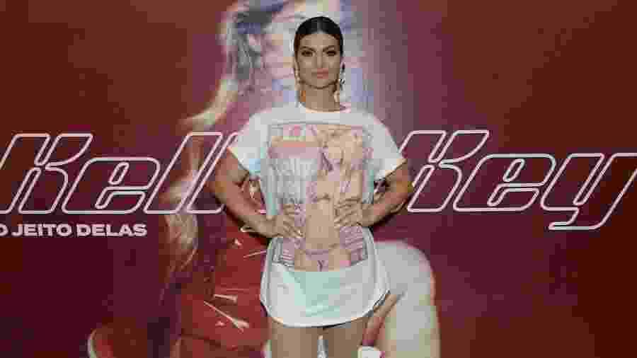 Kelly Key usou blusa estampada com sua própria capa da Playboy nos bastidores do show de estreia de Do Jeito Delas, em SP - Francisco Cepeda/AgNews