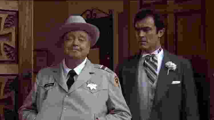 Mike Henry (à dir.) com Jackie Gleason em 'Desta Vez te Agarro' (1980) - Reprodução - Reprodução