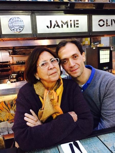 O especialista em transformação digital Glauco Marolla com a mãe Maria Amélia, vítima de um câncer de ovário, em 2018 - Arquivo pessoal