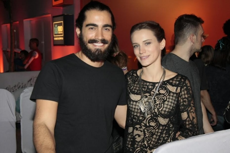 18.set.2015 - Ao lado do marido, Bianca Bin posa para fotos no primeiro dia de Rock in Rio