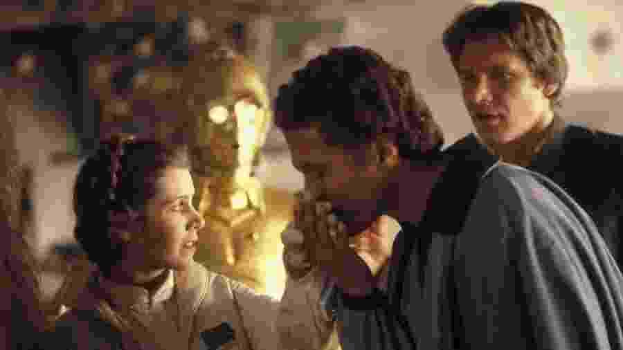 """Billy Dee Williams, Harrison Ford e Carrie Fisher em """"Star Wars: O Império Contra Ataca"""" (1980) - Divulgação"""