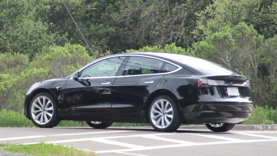 Modelo pode custar cerca de US$ 35 mil (R$ 109 mil), quase metade do valor cobrado pelo sofisticado Model S - Motor1.com