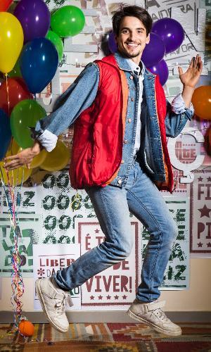 """Felipe (Gabriel Calamari) se veste de Marty McFly, do filme """"De volta para o Futuro"""", para festa anos 80 de """"Malhação: Viva a Diferença"""""""