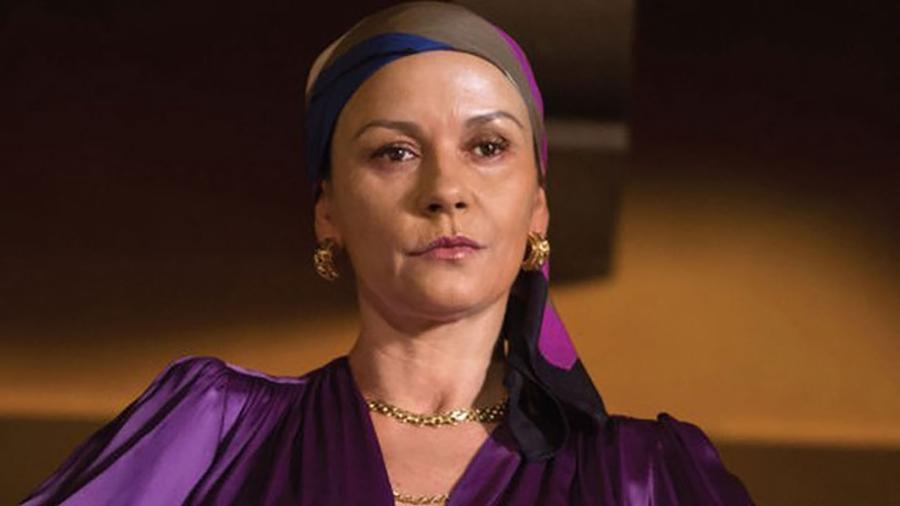"A galesa Catherine Zeta-Jones interpreta a traficante colombiana Griselda Blanco na série de TV ""A Madrinha da Cocaína"" - Lifetime/BBC"
