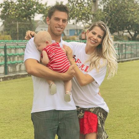Karina Bacchi com o filho, Enrico, e o namorado, Amaury Nunes - Reprodução/Instagram/karinabacchi
