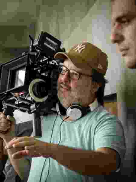 O diretor José Eduardo Belmonte guia Rodrigo Lombardi em cena - Ramon Vasconcellos/Globo - Ramon Vasconcellos/Globo