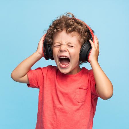 Quem tem deficiência auditiva sutis processa as mensagens que ouve de maneira diferente - iStock
