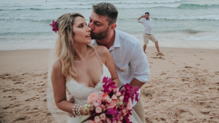 """Phelipe Siani, repórter da Globo, """"estraga"""" foto do casamento de Leo Bianchi e Bruna Sinhorini - Fokka"""