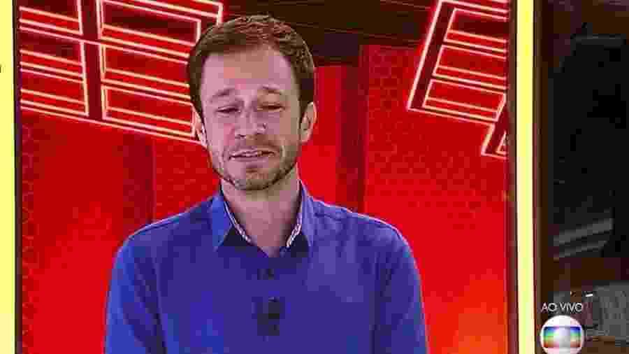 Tiago Leifert conversa com os brothers no programa ao vivo - Reprodução/TvGlobo