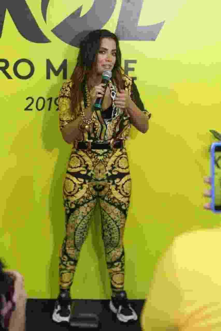 A cantora Anitta dá entrevista no camarote Skol, em Salvador - Daniel Delmiro/AgNews