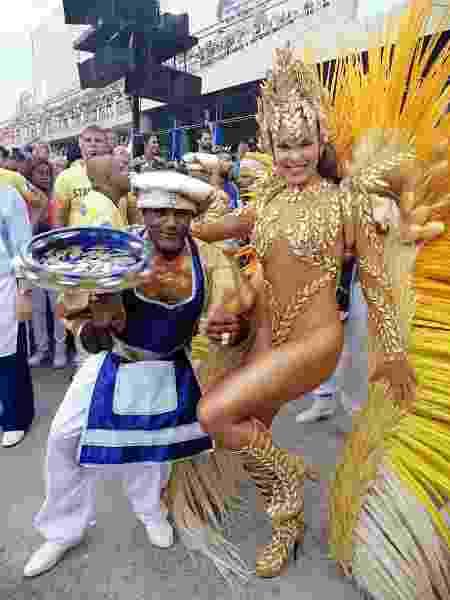 Elaine Azevedo, rainha da Unidos da Tijuca, chegou atrasada ao desfile - Monique Arruda/UOL