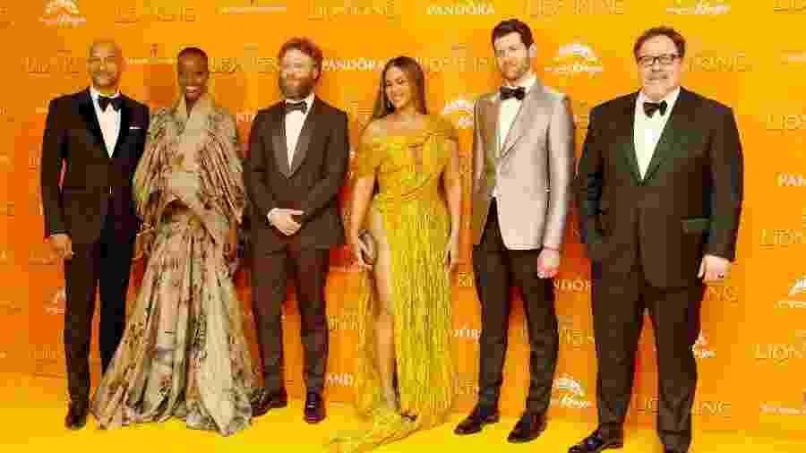 O Rei Leão tem um elenco de maioria negra, mas o diretor, Jon Favreau (dir), é branco - David M. Benett/Dave Benett/WireImag