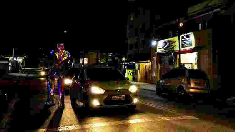 À convite da reportagem, grupo de três robos passearam pela avenida Sapopemba, região da Mooca, na zona leste de São Paulo. Trânsito parou - Mariana Pekin/UOL - Mariana Pekin/UOL