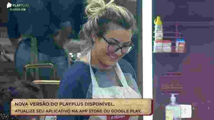 Thayse conversa com peões na cozinha - Reprodução/Playplus