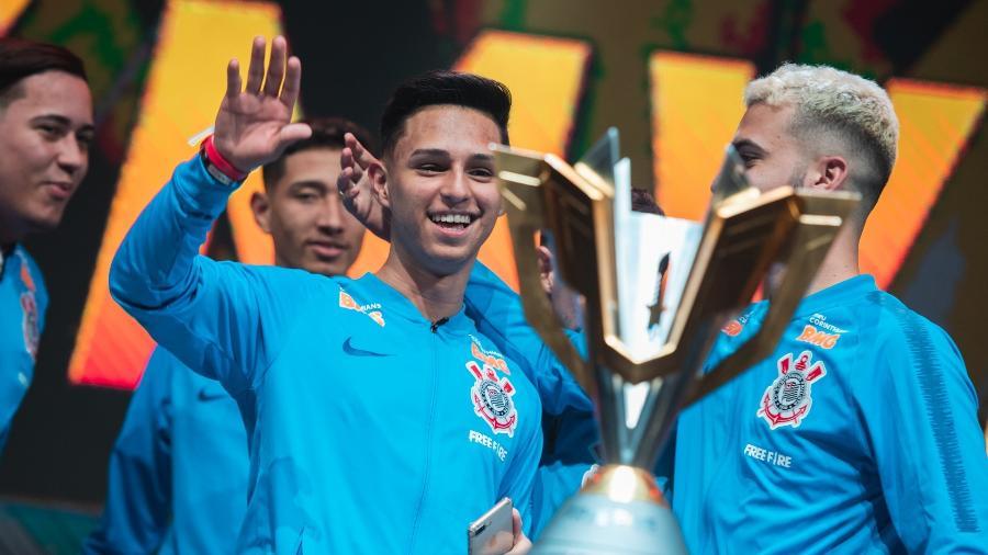 Nobru comemora título Mundial do Corinthians no Free Fire  - Divulgação/Garena