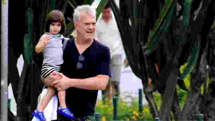 Pedro Bial passeia com a filha, Laura, por Ipanema - AgNews - AgNews