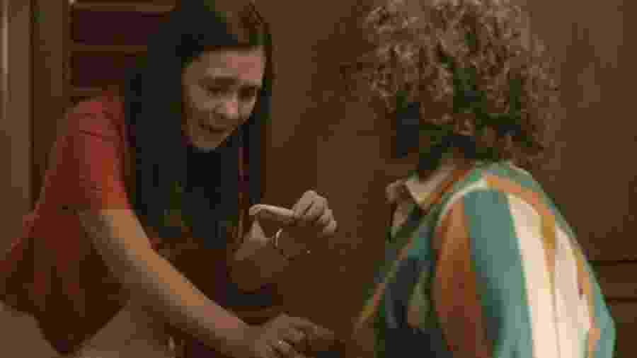 Thelma (Adriana Esteves) descobre que está grávida em Amor de Mãe - REPRODUÇÃO/REDE GLOBO