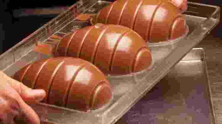 Preparo do ovo de Páscoa em forma rígida - Getty Images