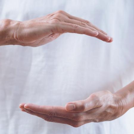 Reiki também pode ser aplicado à distância, explicam terapeutas - microgen/Getty Images/iStockphoto