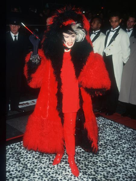 """18.11.1996 - Glenn Close foi vestida de Cruella para première de """"101 Dálmatas"""" em Nova York (EUA) - Evan Agostini/Getty Images"""