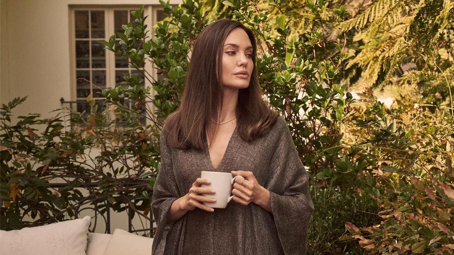 Atriz revelou em entrevista à revista Vogue britânica que tempo na casa ao lado dos filhos teve poder terapêutico - Reprodução/Vogue
