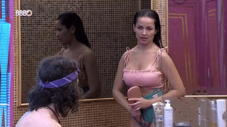 BBB 21: Juliette e Fiuk trocam provocações no banheiro - Reprodução/Globoplay - Reprodução/Globoplay