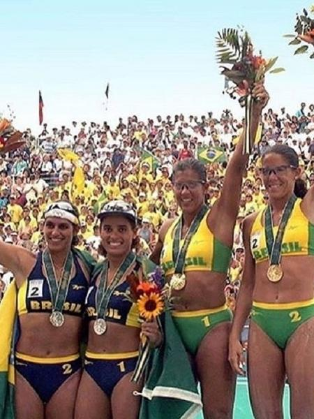 Adriana Samuel ao lado das colegas Mônica, Jacqueline e Sandra, no pódio dos Jogos de Atlanta, em 1996 - Divulgação