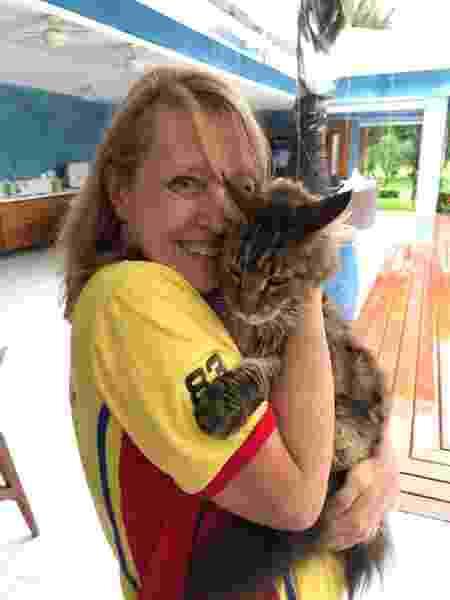 Denise com o gato John Constantine - Arquivo pessoal - Arquivo pessoal