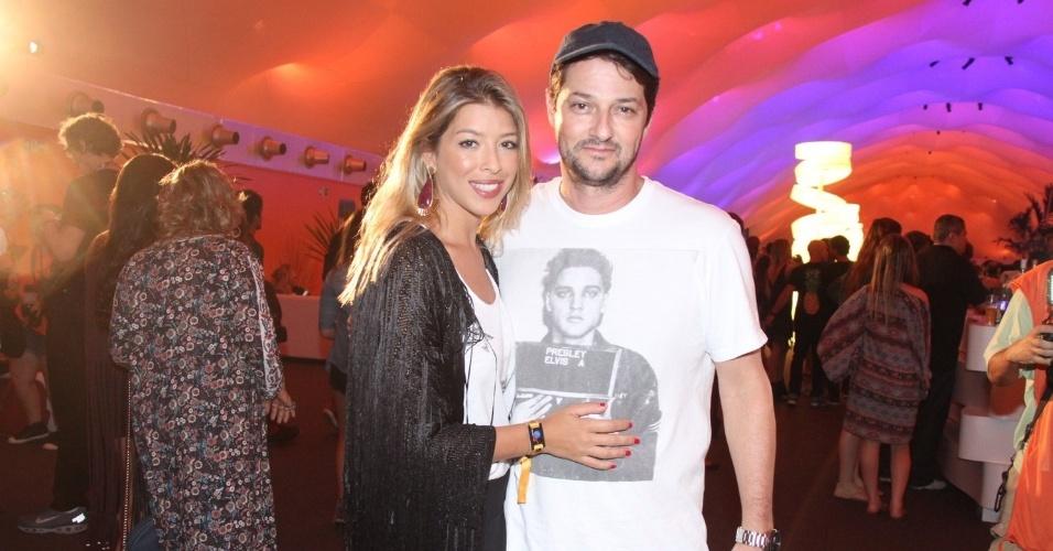 18.set.2015 - Marcelo Serrado e a mulher Roberta Fernandes marcaram presença no evento