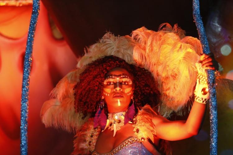 6.fev.2016 - Musa que representa os nativos de Ilhabela, ilha do litoral do estado de São Paulo cuja história é narrada pela Unidos de Vila Maria
