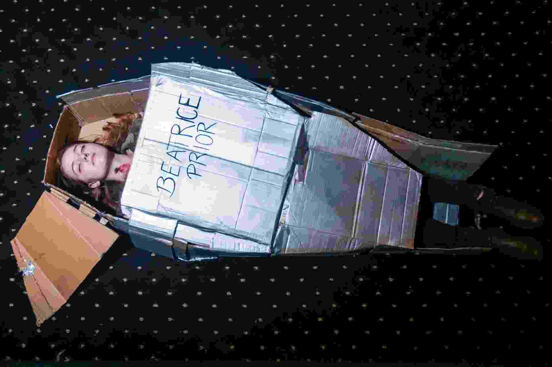 """6.mar.2016 - Fãs do filme """"A Série Divergente: Convergente"""" se encontram no Cine Livraria Cultura, em São Paulo. - Ricardo Matsukawa / UOL"""