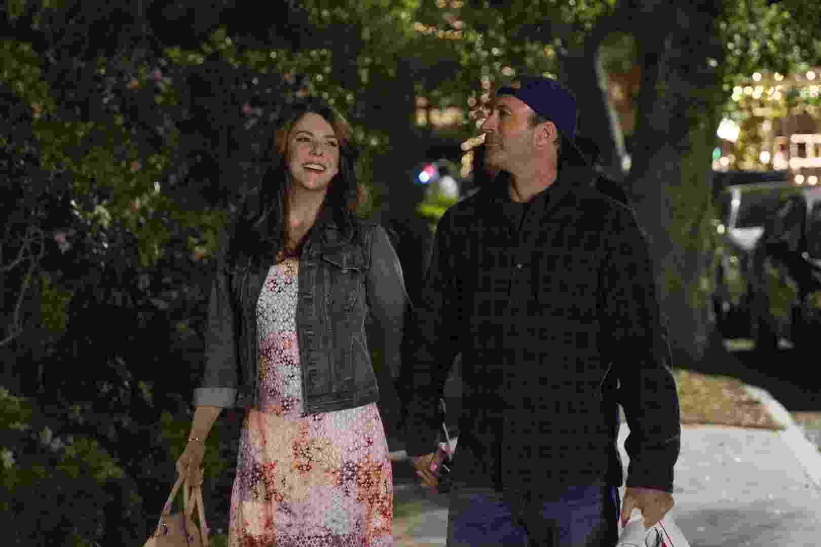 """Netflix divulga imagens da série """"Gilmore Girls"""", que voltou a ser produzida e irá mostrar a vida dos personagens nove anos depois do fim do programa - Divulgação"""