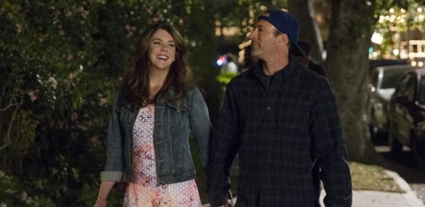 """Lorelai (Lauren Graham) e Luke Danes (Scott Patterson) em cena da nova temporada de """"Gilmore Girls"""" - Divulgação"""