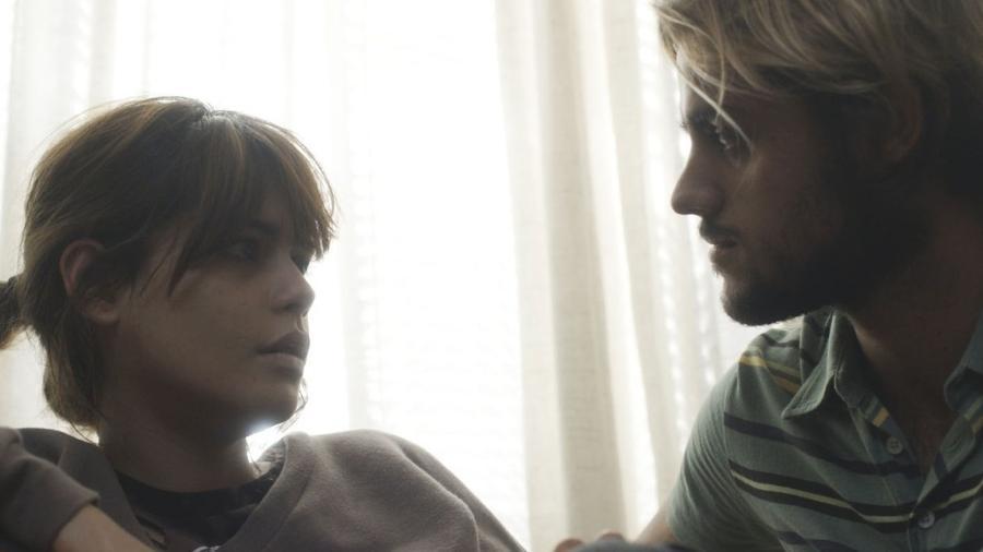 """Nanda (Julia Dalavia) resolve terminar namoro com Caíque (Felipe Simas) em """"Os Dias Eram Assim"""" - Reprodução/GShow"""