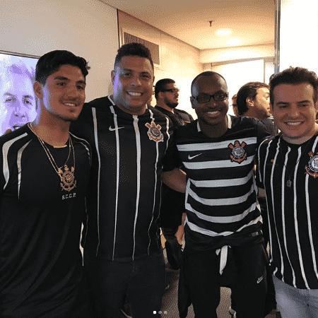 Gabriel Medina, Ronaldo, Thiaguinho e Belutti comemoram título do Corinthians - Reprodução/Instagram/ronaldo