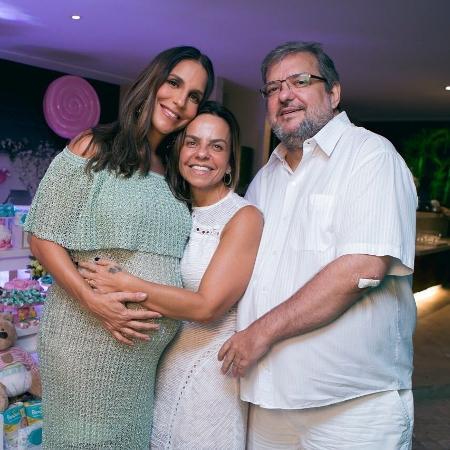 Ivete Sangalo com a irmã, Cynthia, e um amigo - Reprodução/Instagram