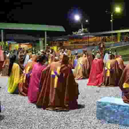 Pessoas se reúnem no Vale do Amanhecer, doutrina que foi originada em Brasília - Raphael Ferreira/BBC Brasil