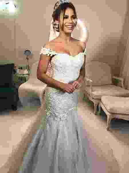 322954530394e Lexa usa 2 vestidos de R  140 mil com 150 mil cristais para casar com Guimê