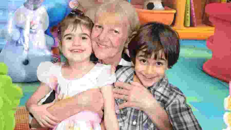 Antônia e os gêmeos Sophia e Roberto - Arquivo pessoal