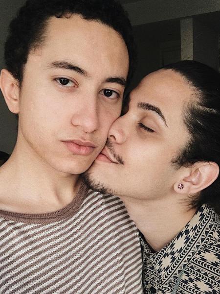 Gabriel Felizardo, filho do cantor Solimões, com o namorado - Reprodução/Instagram
