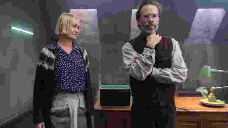 "Runa (Ingunn Beate Øyen) e Dr. Halvorson (Guy Pearce) em cena de ""Os Inocentes"", da Netflix - Divulgação/Netflix - Divulgação/Netflix"