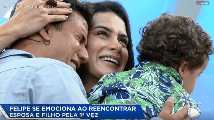 Felipe chora ao rever família - Reprodução/PlayPlus - Reprodução/PlayPlus