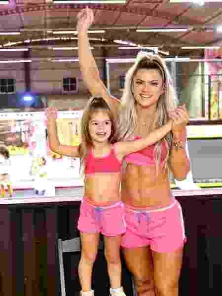 Mirella Santos junto de sua filha Valentina Muniz em lançamento de coleção fitness - Manuela Scarpa/Brazil News