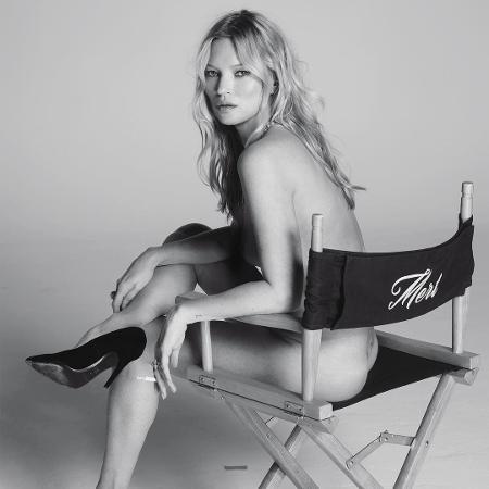 Kate Moss é clicada nua usando apenas salto alto em bastidor de ensaio - Reprodução/Instagram/@mertalas