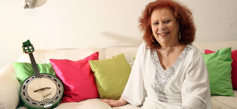 Beth Carvalho em ensaio fotográfico feito em seu apartamento, em São Conrado, no Rio de Janeiro, em 2013 - Marcos Arcoverde/Estadão Conteúdo