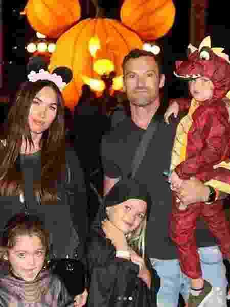 Megan Fox e Brian Austin Green com os filhos na Disney - Reprodução/Instagram