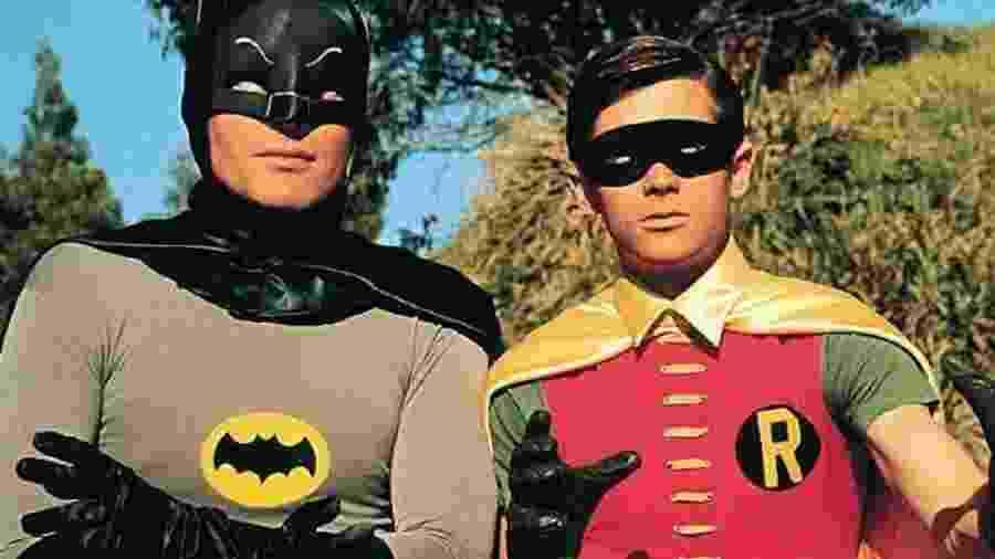 Adam West e Burt Ward em cena como Batman e Robin - Reprodução