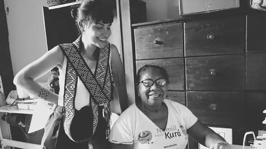 A estilista Rafaella Caniello, na Associação da Mulheres Indígenas do Alto Negro, no Amazonas - Arquivo pessoal