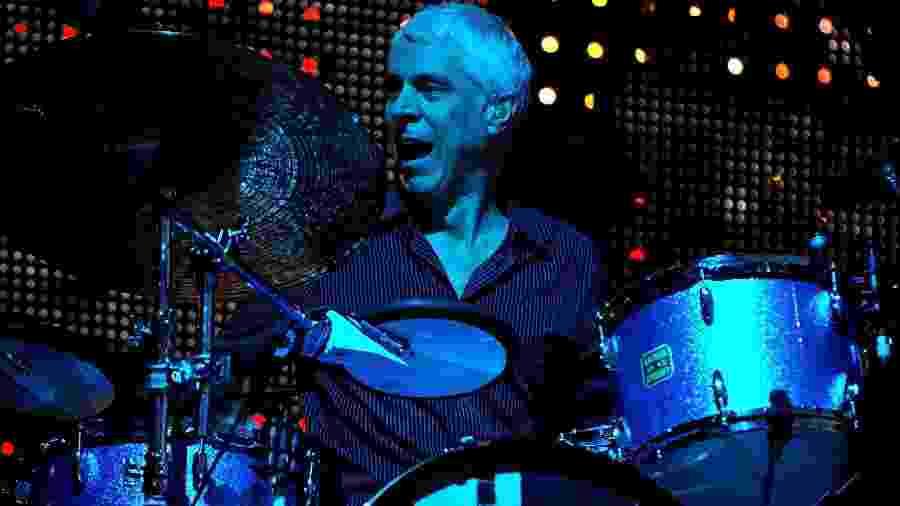 24.08.2008 - O baterista Bill Rieflin se apresenta com o R.E.M. em Manchester (Reino Unido) - Shirlaine Forrest/WireImage
